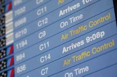 <p>Una pantalla de información de vuelos es vista en el aeropuerto LaGuardia en Nueva York, EEUU, 26 ago 20. El tráfico aéreo en decenas de los principales aeropuertos de Estados Unidos está retrasado debido a problemas en la red de comunicaciones detectados en la tarde del martes, según el sitio en internet de la Administración Federal de Aviación. La Administración Federal de Aviación (FAA, por su sigla en inglés) no ha perdido contacto con ninguna aeronave en vuelo, según un reporte de la emisora CNN. El canal también dijo que la seguridad no se ha visto afectada. Photo by Chip East/Reuters</p>