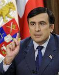 """<p>Президент Грузии Михаил Саакашвили выступает с телеобращением в Тбилиси, 26 августа 2008 года. Президент Грузии назвал решение руководства РФ о признании независимости Южной Осетии и Абхазии """"абсолютно незаконным"""". REUTERS/Irakli Gedenidze/Pool (GEORGIA)</p>"""