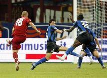 <p>Daniele De Rossi della Roma fa gol all'Inter durante Super Coppa il 24 agosto 2008 REUTERS/Giampiero Sposito</p>