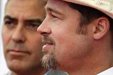 <p>Brad Pitt y George Clooney (ambos en la foto) llegaron a la alfombra roja con su más reciente película, 'Burn After Reading', una comedia satírica realizada por los hermanos Coen, ganadores del Oscar, la cual inaugura el festival de cine de Venecia de este año. Los actores llevarán la impronta de estrellas de primera categoría al evento de 11 días, en el que se puede encontrar todo, desde el oscuro cine de autor asiático hasta pesos pesados de Hollywood. Photo by Max Rossi/Reuters</p>