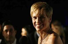 <p>La productora 2S Films de la actriz Hilary Swank (en la foto) adquirió los derechos fílmicos de 'Something Borrowed', novela debut del 2005 de la escritora Emily Giffin, al igual que su continuación, 'Something Blue'. 'Borrowed' se enfoca en la vida de una abogada de Manhattan que se involucra con el novio de su mejor amiga después de su cumpleaños número 30. Photo by (C) MARIO ANZUONI / REUTERS/Reuters</p>