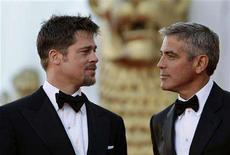 <p>Brad Pitt (L) and George Clooney pose on the red carpet at the Film Festival in Venice August 27, 2008. REUTERS/Max Rossi</p>