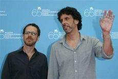 <p>Directors Joel (R) and Ethan Coen pose during a photocall in Venice August 27, 2008. REUTERS/Denis Balibouse</p>