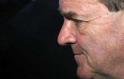 <p>Finance Minister Jim Flaherty listens to a question while speaking to journalists in the foyer of the House of Commons on Parliament Hill in Ottawa June 5, 2008. REUTERS/Chris Wattie</p>