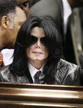 <p>Michael Jackson completa 50 anos longe do estelato que viveu. O cantor Michael Jackson completou 50 anos como mera sombra do superastro um dia conhecido como 'Rei do Pop', cujos discos mexeram com milhões de fãs, até que sua vida pessoal bizarra deixou seu brilho musical em segundo plano. Foto do Arquivo. Photo by Lucas Jackson</p>