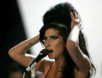 <p>La cantante británica de soul Amy Winehouse canceló el viernes un concierto en París con poca anticipación luego de que enfermó en su casa en Londres, dijo su portavoz. La artista de 24 años, cuya batalla contra su adicción a las drogas ha opacado su éxito musical, debía aparecer en el festival Rock En Seine en París. Foto de archivo de la cantante Amy Winehouse durante una presentación en los Premios Brit (30/08/08) REUTERS/Kieran Doherty/Archivo (GBRETANA)  Photo by Kieran Doherty/Reuters</p>