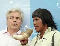 <p>Una nueva película italiana lleva a la pantalla el choque entre aborígenes del Amazonas y hacendados brasileños ricos, explorando la colisión de dos mundos con una disputa por la tierra, la reducción de la selva y la pobreza como telón de fondo. 'Birdwatchers', en competencia en el Festival de Cine de Venecia, fue recibida con entusiasmo en una presentación para la prensa el lunes, lo que aumentó las expectativas de que una de las cuatro películas italianas del concurso principal se adjudique el premio máximo, el León de Oro. Photo by Max Rossi/Reuters</p>