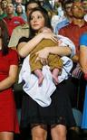 <p>Bristol Palin, figlia 17enne della candidata repubblicana alla vice presidenza Sarah Palin, tiene in braccio il fratellino Trig, durante la presentazione della candidatura di sua madre a Dayton, Ohio, il 29 agosto 2008. REUTERS/John Gress (Usa)</p>