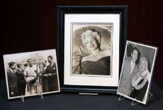 <p>Marilyn Monroe in alcune foto dell'ex marito Joe DiMaggio. REUTERS/Brendan McDermid</p>