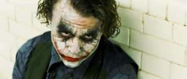 <p>O falecido ator Heath Ledger no papel do Coringa em cena do filme  O Cavalheiro das Trevas', que lhe rendeu o título de melhor vilão do cinema, segundo pesquisa de opinião divulgada nesta quarta-feira. Photo by Reuters (Handout)</p>