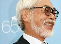 <p>La presencia de dos películas de animación japonesas en la competencia de Venecia este año creó una lucha interna y llevó a la gran pantalla a dos historias completamente diferentes. El admirado Hayao Miyazaki (en la foto) está entre los favoritos para el máximo premio de la entrega del sábado con 'Ponyo on the Cliff by the Sea', su optimista y colorida versión de 'The Little Mermaid' que ya lidera la taquilla en Japón. Photo by (C) DENIS BALIBOUSE / REUTERS/Reuters</p>