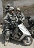 <p>Tropas dos EUA podem sair de Bagdá até julho, diz Petraeus. Soldados fazem guarda durante cerimônia no centro de Bagdá. As tropas de combate norte-americanas podem ser retiradas de Bagdá em 10 meses devido à diminuição da violência na capital iraquiana. 4 de setembro. Photo by Mohammed Ameen</p>