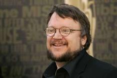 <p>O diretor mexicano Guillermo Del Toro aparece na premiação do Oscar em Hollywood, dia 23 de fevereiro de 2007. O diretor mexicano Guillermo Del Toro tem certo carinho por criaturas estranhas. Em seus filmes, tipos bizarros são vistos como normais. Essa predileção pelo esquisito já lhe rendeu bons frutos --em especial o premiado 'O Labirinto do Fauno' (2006). Photo by Robert Galbraith</p>