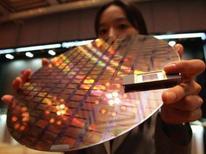 """<p>Alors que d'aucun prêtent à Samsung Electronics un intérêt pour le fabricant américain de mémoires flash SanDisk, le groupe coréen dit examiner """"diverses perspectives"""" à ce sujet. /Photo d'archives/REUTERS/Lee Jae-Won</p>"""
