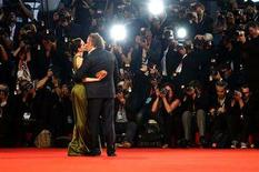 <p>U.S. actors Mickey Rourke and Evan Rachel Wood kiss on the red carpet at Venice Film Festival September 5, 2008. REUTERS/Max Rossi</p>