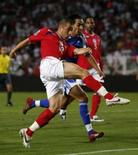 <p>Joe Cole, da Inglaterra, chuta faz gol contra o Andorra durante a eliminatória em Barcelona    REUTERS. Photo by Eddie Keogh</p>