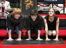 <p>Daniel Radcliffe (al centro), Rupert Grint (a sinistra) e Emma Watson, interpreti nel film di Harry Potter rispettivamente del maghetto, di Ron e di Hermione. REUTERS/Mario Anzuoni (UNITED STATES)</p>