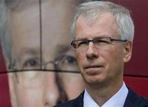 <p>Liberal leader Stephane Dion stands in front of la arge photo of himself on his election campaign bus prior to a television interview on Parliament Hill in Ottawa September 7, 2008. REUTERS/Andy Clark</p>
