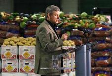 <p>Conservative leader and Canada's Prime Minister Stephen Harper speaks during a campaign stop at a vegetable processing plant in Winnipeg, Manitoba September 9, 2008. REUTERS/Chris Wattie</p>