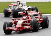 <p>O piloto de Fórmula 1 Kimi Raikkonen, da Ferrari, é seguido por Lewis Hamilton, da McLaren, durante o grande prêmio de Spa-Francorchamps, na Bélgica, no dia 7 de setembro. A McLaren informou na terça-feira que entrou com um recurso contra a decisão dos fiscais de tirar a vitória do piloto Lewis Hamilton no Grande Prêmio da Bélgica, no domingo. Photo by Francois Lenoir</p>