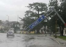 <p>Pinar del Rio após a passagem do furacão Ike em Cuba. O Brasil enviará aviões da FAB com 28 toneladas de alimentos para Cuba e o Haiti, países recentemente atingidos por furacões que causaram a destruição de prédios e a morte de centenas de pessoas. Photo by Enrique De La Osa</p>