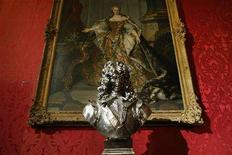 "<p>U.S. artist Jeff Koons' sculpture called ""Louis XIV"" is displayed at the Chateau de Versailles (Versailles Palace) near Paris, September 9, 2008. The exhibition opens on September 10 and runs until December 14, 2008. REUTERS/Benoit Tessier</p>"