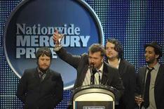 <p>El grupo de rock Elbow (en la foto) pasó a hacer parte de un selecto grupo de la música al obtener el prestigioso premio Nationwide Mercury por su cuarto álbum, 'The Seldom Seen Kid'. La banda superó a once nominados, incluyendo al rapero Estelle, la cantante de jazz Adele y al grupo de música indie Radiohead, por el premio de 20.000 libras esterlinas en una ceremonia dirigida por el músico Jools Holland la noche del lunes. Photo by Kieran Doherty/Reuters</p>