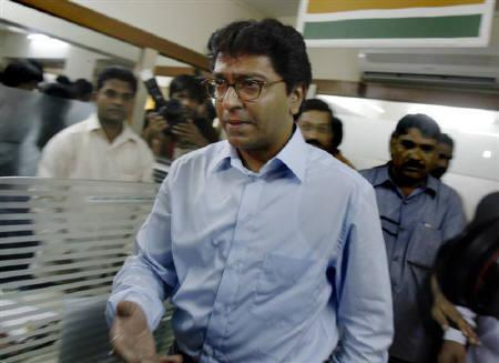 Maharashtra Navnirman Sena (MNS) party head Raj Thackeray leaves after addressing a news conference in Mumbai September 11, 2008. REUTERS/Punit Paranjpe