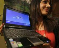 <p>Un nuovo laptop 'Netbook 1000H' di Asus. REUTERS</p>