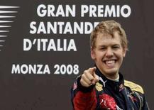 <p>Il pilota di Toro Rosso Sebastian Vettel festeggia la vittoria al Gran premio di Monza. REUTERS/Max Rossi</p>