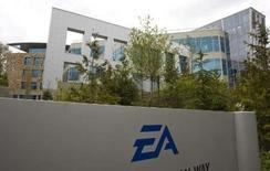 <p>Le géant américain des jeux vidéos Electronic Arts a retiré son offre d'achat à 25,74 dollars par action sur son concurrent Take Two Interactive Software. /Photo prise le 7 mai 2008/REUTERS/Andy Clark</p>