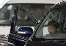 <p>Bimbo dentro un'auto, in un'immagine d'archivio. REUTERS/Yuriko Nakao</p>