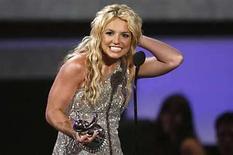 <p>Foto de archivo de la cantante Britney Spears en los premios MTV Video Music Awards 2008 en Los Angeles, 7 sep 2008. Britney Spears se está preparando para otro intento de regreso. La discográfica de la cantante dijo el lunes que el 2 de diciembre -el día de su vigésimo séptimo cumpleaños- la cantante publicará su nuevo álbum, bautizado 'Circus'. Photo by (C) MARIO ANZUONI / REUTERS/Reuters</p>