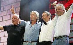<p>(L to R) British rock stars, Dave Gilmour, Roger Waters, Nick Mason and Richard Wright of Pink Floyd, perform at the Live 8 concert in Hyde Park in London July 2, 2005. REUTERS/Stephen Hird</p>