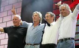 <p>Foto de archivo de los miembros de la banda británica de rock Pink Floyd en el concierto Live 8 en Londres:  Dave Gilmour (izq), Roger Waters, Nick Mason y Rick Wright (der), 2 jul 2005. El tecladista y miembro fundador de la mítica banda Pink Floyd Richard Wright murió el lunes tras una corta batalla con el cáncer, informó su portavoz. El músico tenía 65 años. Photo by Stephen Hird/Reuters</p>