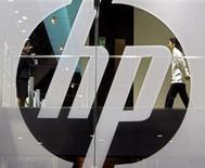 <p>Hewlett-Packard compte réduire ses effectifs de 7,5%, soit supprimer 24.600 emplois, à la suite de l'acquisition récente d'Electronic Data Systems (EDS). /Photo d'archives/REUTERS/Paul Yeung</p>