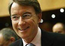 <p>Foto de archivo del comisario de Comercio europeo, Peter Mandelson, durante el comienzo de una reunión informal del Comité de Intercambio de La Organización Mundial de Comericio en Ginebra, Suiza, 21 jul 2008. La Unión Europea instó el lunes para la revisión de un pacto de 1996 que impulsa el comercio en los bienes de alta tecnología alrededor del mundo, pese a las acusaciones de que el bloque está infringiendo sus acuerdos originales. Estados Unidos, Japón y Taiwán demandaron en julio a la Unión Europea ante la Organización Mundial de Comercio, tras aducir que estaba violando el Acuerdo de Tecnología Internacional (ITA, por sus siglas en inglés) que eliminaba los aranceles de importación sobre productos como las pantallas de las computadoras y las impresoras. (Foto de archivo) Photo by (C) DENIS BALIBOUSE / REUTERS/Reuters</p>