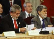 <p>Lula e Celso Amorim, ministro das Relações Exteriores, que ambicionam uma vaga permanente para o Brasil no Conselho de Segurança da ONU. A assembléia da ONU aprovou, por unanimidade, negociações para a expansão do conselho. Photo by Pool</p>