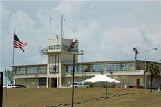 <p>A view of a control tower building for an abandoned airport at the Guantanamo Bay U.S. Naval Base July 27, 2008. REUTERS/Randall Mikkelsen</p>