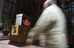 <p>A man walks by a sign displaying the TSX index in Toronto September 15, 2008. REUTERS/Mark Blinch</p>