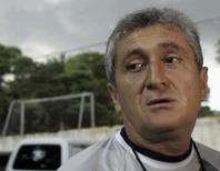 <p>Novo técnico colombiano diz que fica só contra Paraguai e Brasil. Eduardo Lara disse nesta quarta-feira que não está desesperado para dirigir a equipe e ficará no cargo para as duas próximas partidas das eliminatórias sul-americanas para a Copa de 2010. Photo by Marcos Brindicci</p>