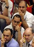<p>Dólar despenca quase 5% após ação do BC e euforia global. Traders trabalham na BM&F em São Paulo. A venda de dólares pelo Banco Central devolveu o mercado à normalidade permitindo que a moeda norte-americana acompanhasse a euforia internacional.  18 de setembro. Photo by Paulo Whitaker</p>