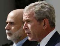 <p>Bush diz que intervenção é necessária para resolver crise. O presidente dos Estados Unidos, George W. Bush, fala ao lado do presidente do Fed, Ben Bernanke. Bush disse que uma intervenção do governo é necessária para resolver o problema dos mercados financeiros. 19 de setembro. Photo by Jim Young</p>
