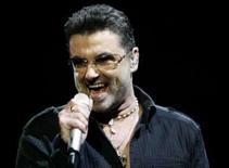 <p>George Michael em show durante a sua tournê 'Live Global Tour' em Inglewood, dia 25 de junho. O cantor pop George Michael foi multado pela polícia após ter sido detido por suspeita de posse de drogas, afirmaram jornais neste domingo. Photo by Mario Anzuoni</p>