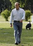 <p>Koni (en la foto), el perro labrador del primer ministro ruso, Vladimir Putin, va a ayudar a demostrar la eficacia de los satélites de localización rusos. Koni, que es una celebridad en Rusia, será equipado con un collar provisto de una baliza. Photo by (C) RIA NOVOSTI / REUTERS/Reuters</p>