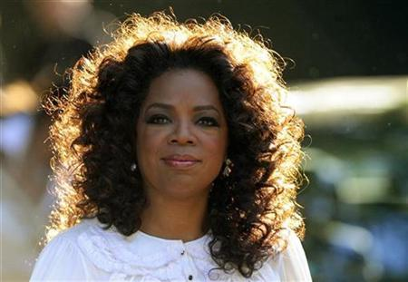 Oprah Winfrey arrives for the birthday dinner party of former president of South Africa Nelson Mandela at Hyde Park in London June 25, 2008. REUTERS/Dylan Martinez