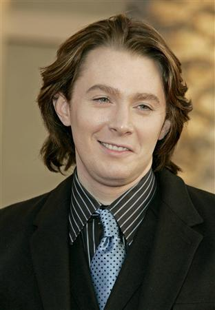Singer Clay Aiken arrives at the 2006 American Music Awards in Los Angeles in this November 21, 2006 file photo. Former ''American Idol'' contestant Clay Aiken has acknowledged he is gay, confirming in an interview with People magazine what most of his fans have suspected for years. REUTERS/Lucy Nicholson/Files