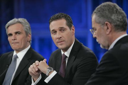 Top candidates, the leader of Social Democrats' party (SPOe) Werner Faymann (L) head of the Freedom party (FPOe) Heinz-Christian Strache and Alexander van der Bellen (R) head of the Green party, prepare for a TV discussion in Vienna September 28, 2008. REUTERS/Heinz-Peter Bader