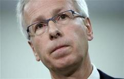 <p>Liberal leader Stephane Dion speaks to media during a campaign stop at Algonquin College in Ottawa September 29, 2008. REUTERS/Blair Gable</p>
