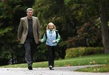 <p>Conservative leader and Canada's Prime Minister Stephen Harper walks his daughter Rachel to school in Ottawa September 30, 2008. REUTERS/Chris Wattie</p>